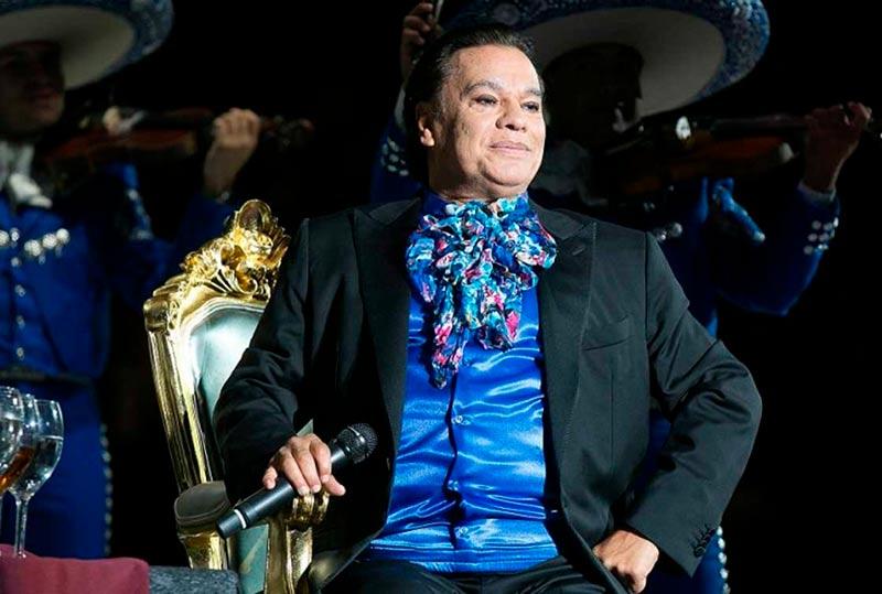 Juan Gabriel, durante el último concierto de su vida.