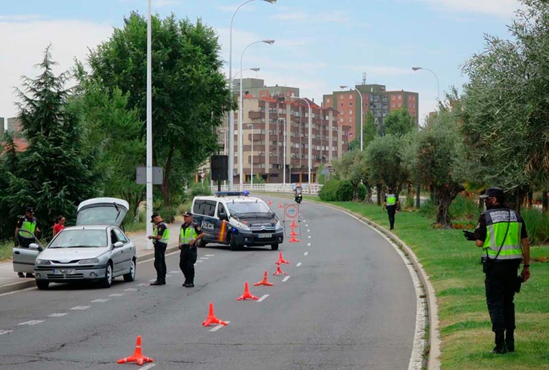 El dispositivo policial establecido en el puente Felipe VI.