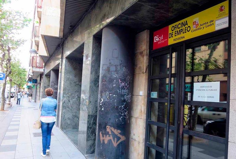 La oficina provisional del Ecyl en las antiguas instalaciones de la Seguridad Social de Torres Villarroel.