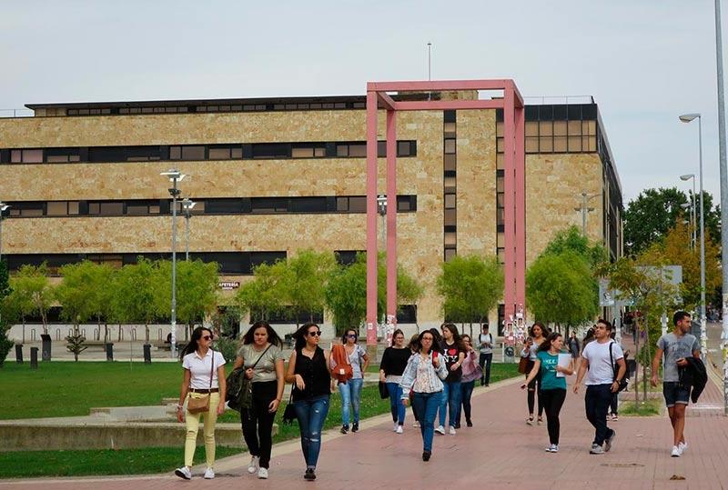 Estudiantes en el campus Unamuno de la Usal.