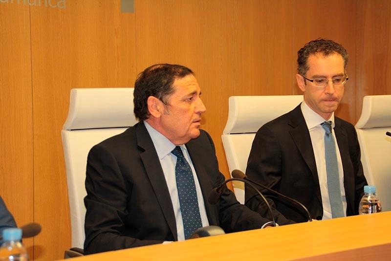 Antonio María Sáez Aguado, consejero de Sanidad, y Luis Javier González, nuevo gerente de Atención Primaria.