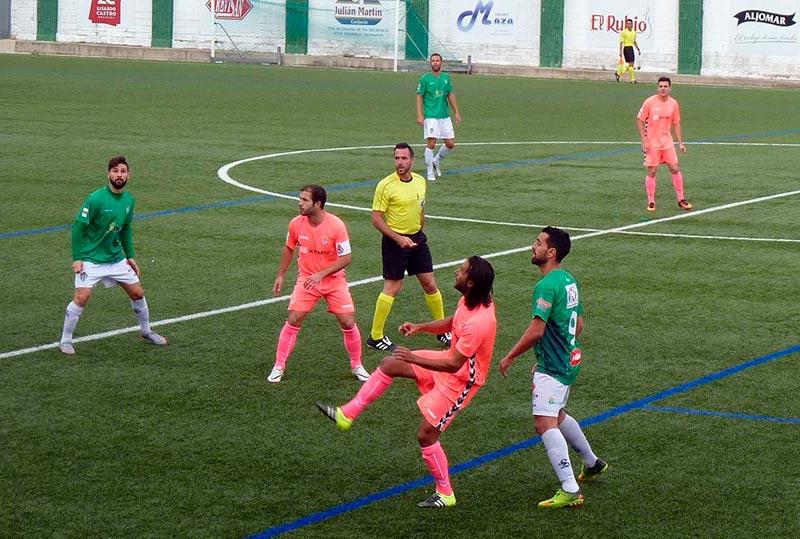 Un lance del partido de la primera vuelta disputado en El Municipal.