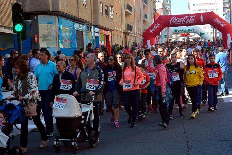 miles-de-salmantinos-participaron-en-la-marcha-de-los-1-000-pasos-a-favor-de-la-fundacion-aviva