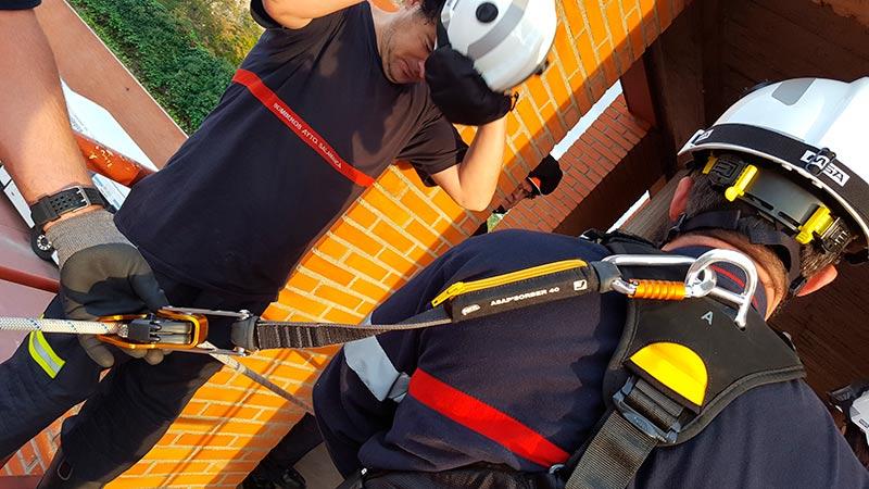 Se han adquirido nuevos cascos de protección en operaciones técnicas para todo el personal del servicio.