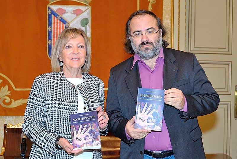 Pérez Alencart y Cristina Klimowitz. (Foto: Ayto. Sa)