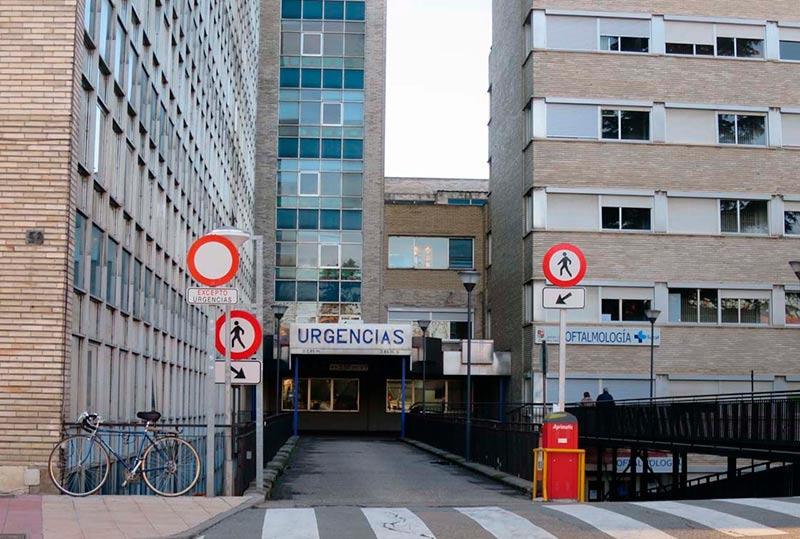 La entrada a urgencias del hospital Virgen de la Vega.