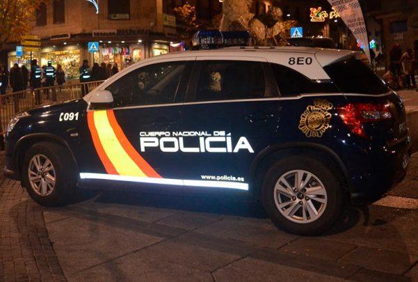 policia-nacional-coche-noche