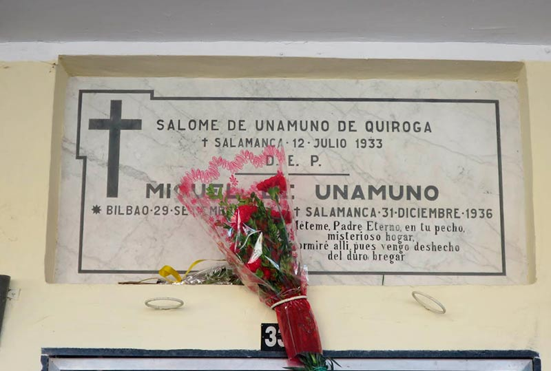 El nicho donde están los restos de Unamuno.