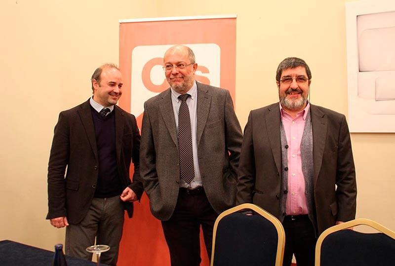 David Castaño (izda.) Francisco Igea, Manuel Miutadiel.