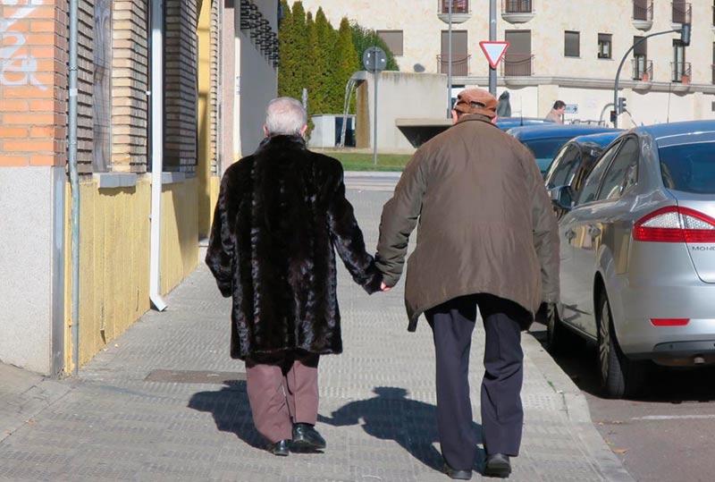 gente mayores jubilados poblacion demografia
