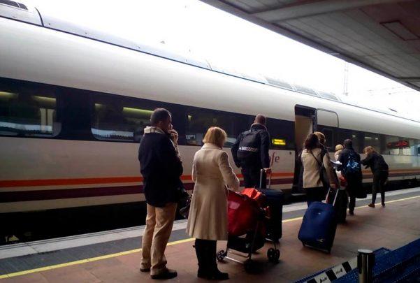 tren estacion ferrorcarril renfe alta velocidad 7