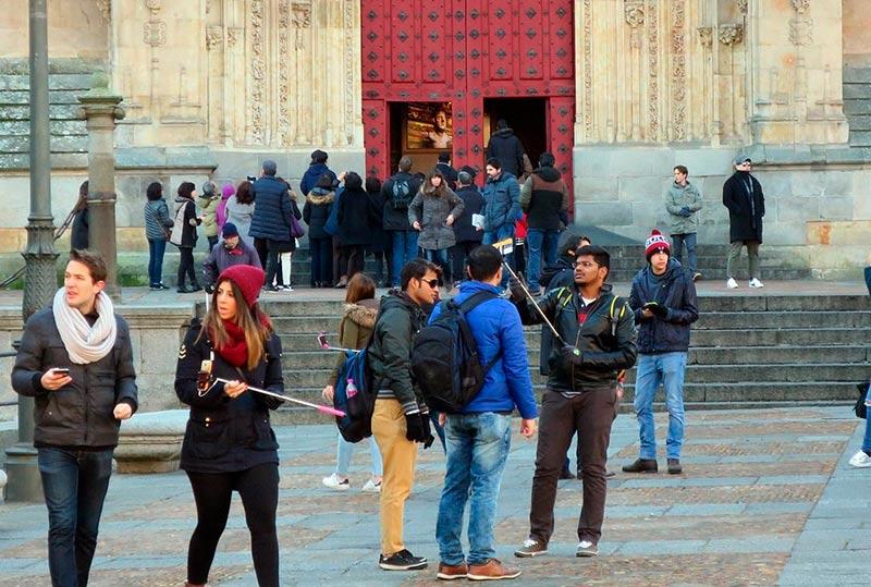 Turistas en la plaza de Anaya.