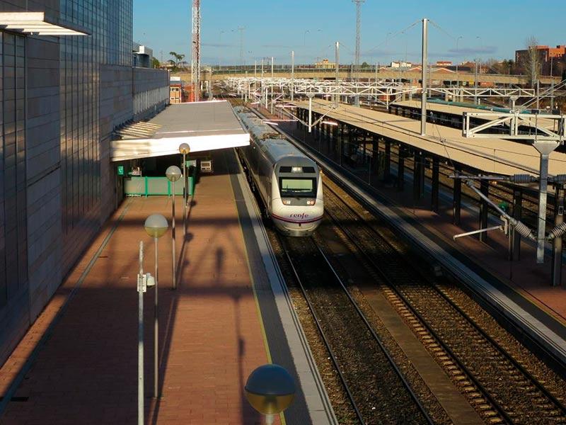 Un tren en la estación de Salamanca.
