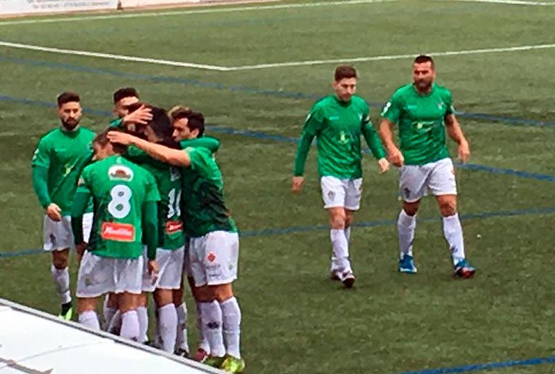 Los jugadores del Guijuelo celebran un gol en El Municipal.