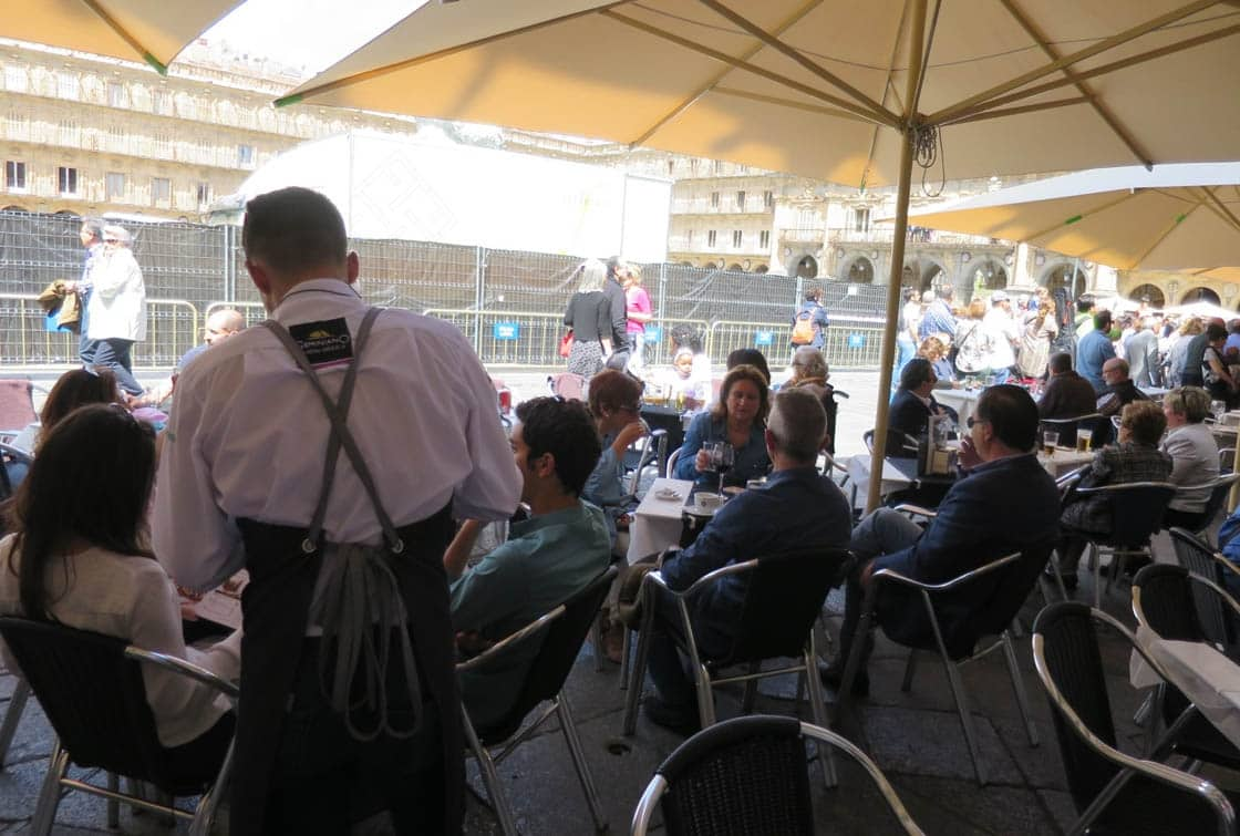 paro empleo desempleo trabajo hosteleria camarero plaza trabajo terraza