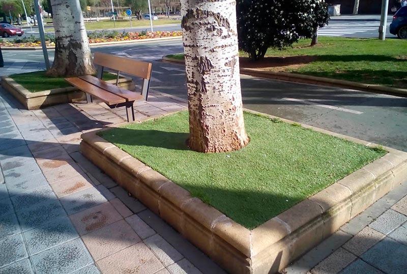 Donde esté una buen manto de césped artificial que se quite lo natural. Esto, en la avenida de los Cipreses.