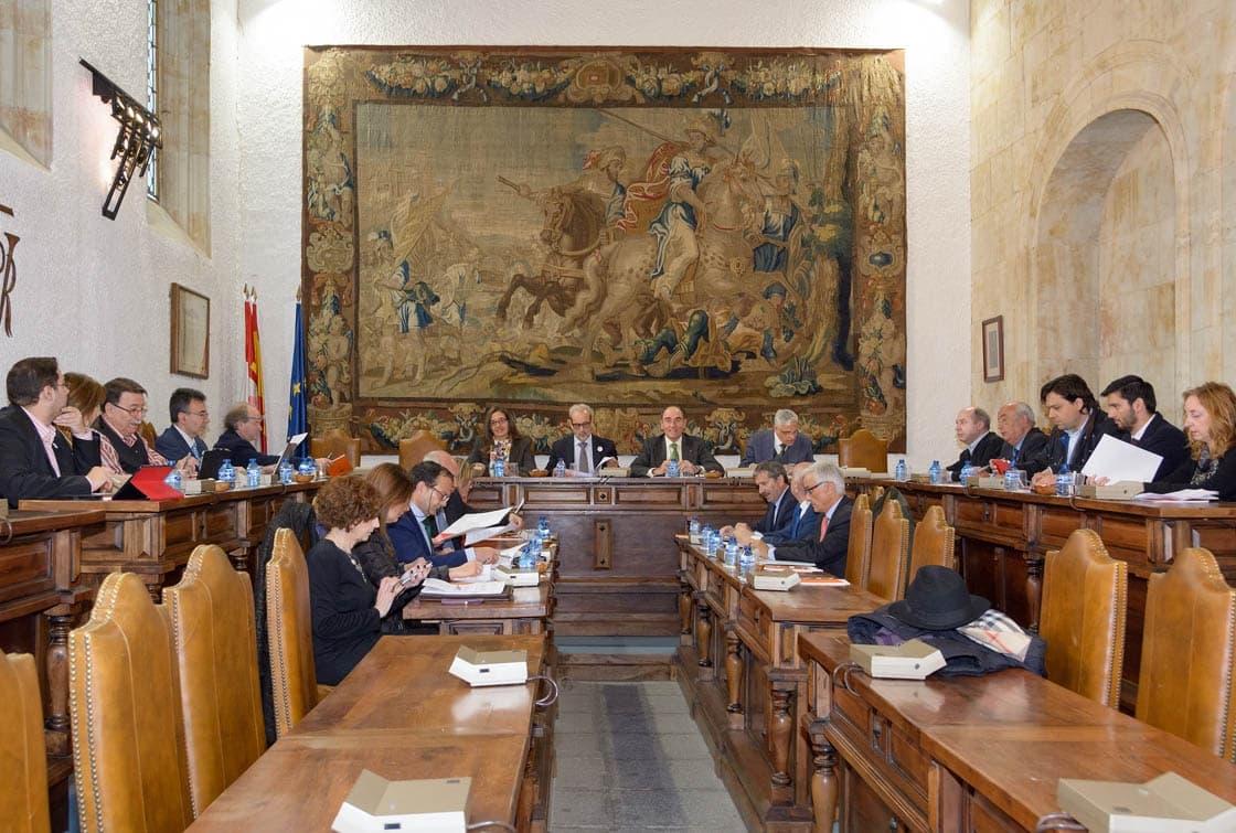 Un momento de la reunión del consejo, este viernes. (Foto: Usal)