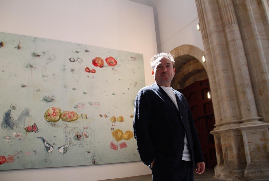 Miquel Barceló, delante de una de la obra que da nombre a la exposición.