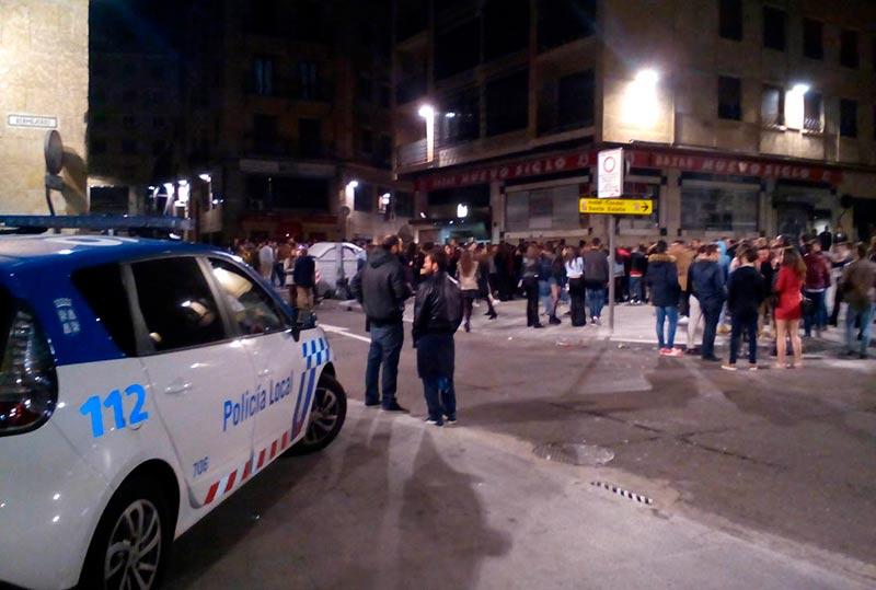 noche fiesta policia local