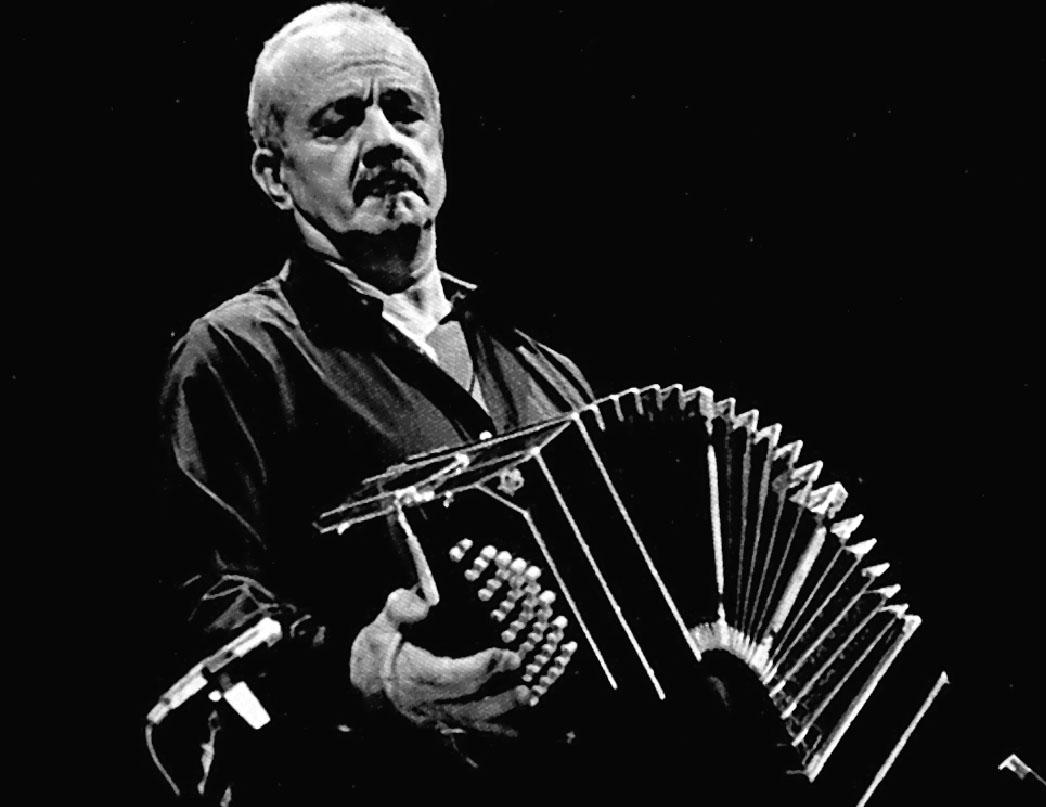 La orquesta del Casino homenajea al compositor de tangos Astor Piazzolla este domingo a las 20.00 horas.