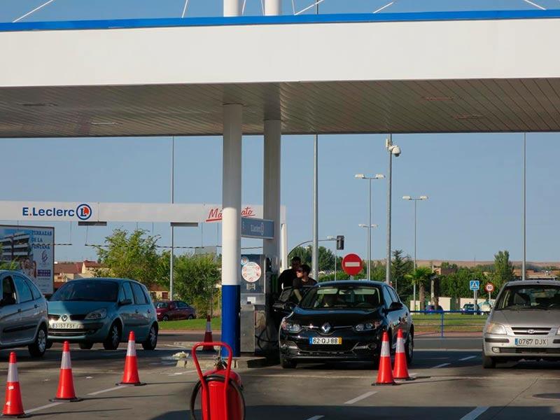 gasolinera e leclerc y lavadero coches 2