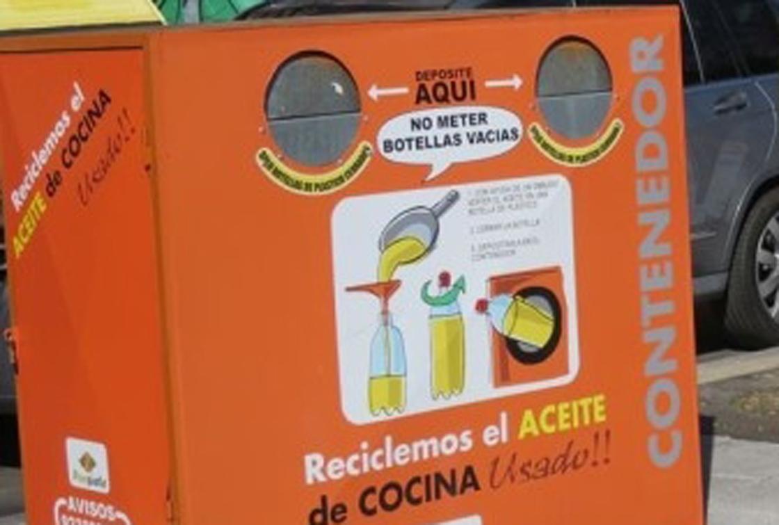 Un contenedor para recoger aceite usado en casa.