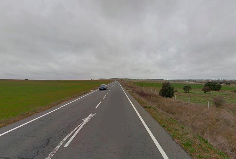El siniestro se produjo en este tramo, antes de la curva de la entrada a Golpejas.