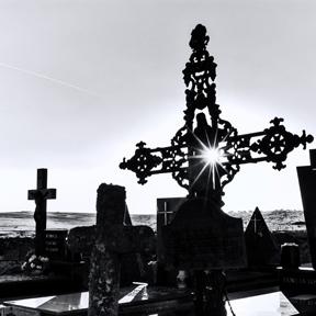 """Cementerio de Martinamor. Fotografías de Pablo de la Peña pertenecientes a la exposición """"Corrales de muertos"""", organizada por el Instituto de las Identidades de la Diputación de Salamanca."""