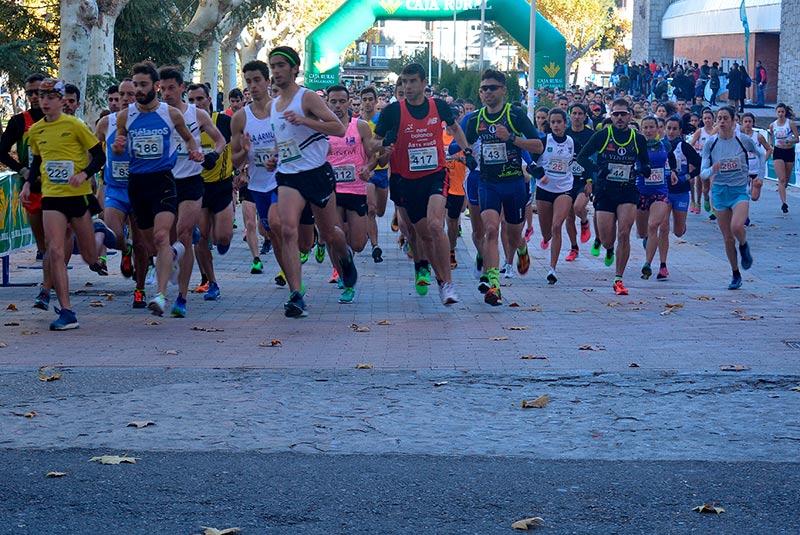 Casi 450 corredores participaron en la Vuelta Pedestre a Salamanca.