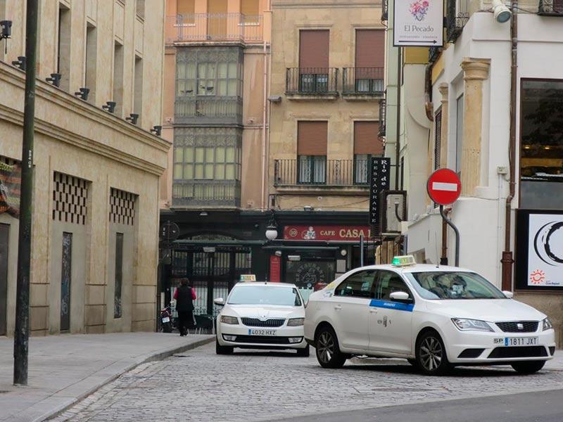 Taxis en la parada de Poeta Iglesias, este miércoles.
