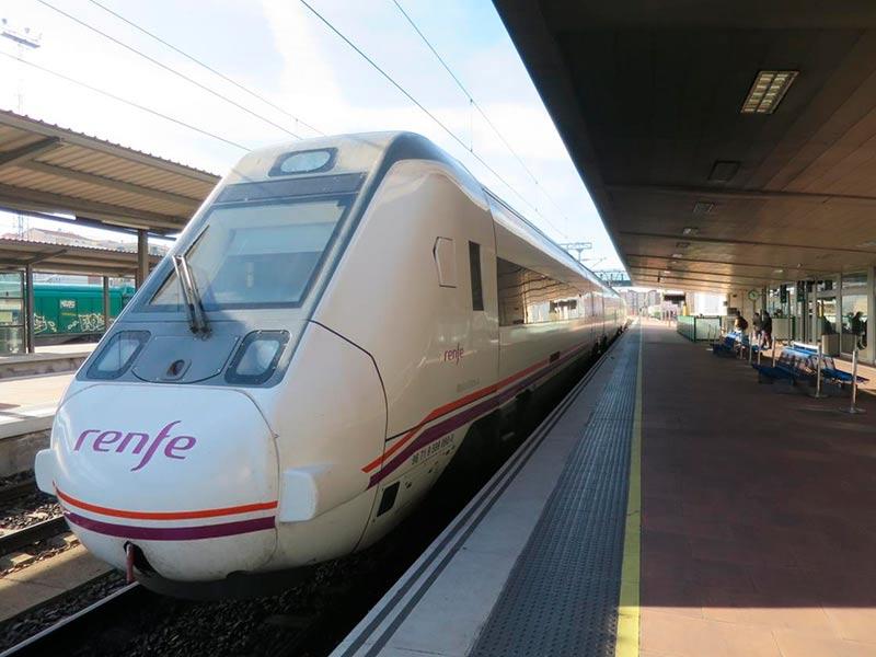tren ferrocarril anden vacio estacion renfe 2