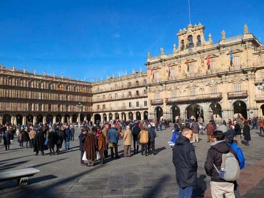 Salamanca se llena de turistas, viajeros y oriundos que regresan a la ciudad debido al macropuente de diciembre.