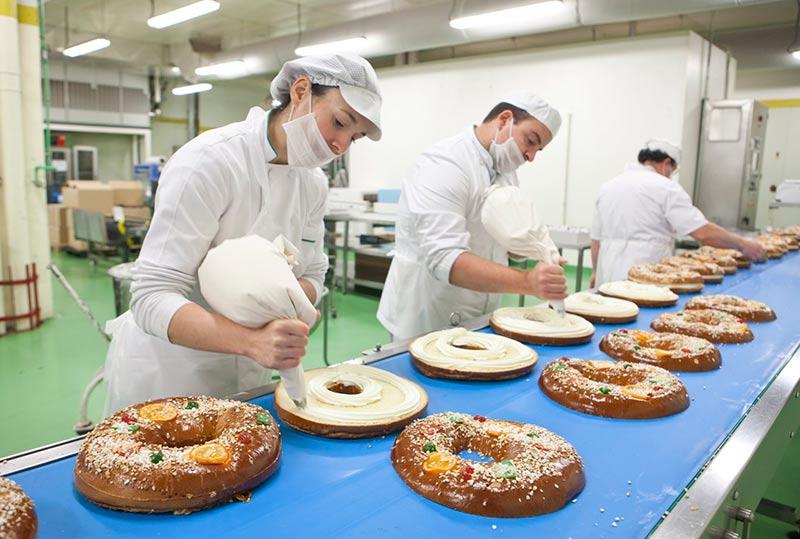 La elaboración de los roscones de El Corte Inglés.