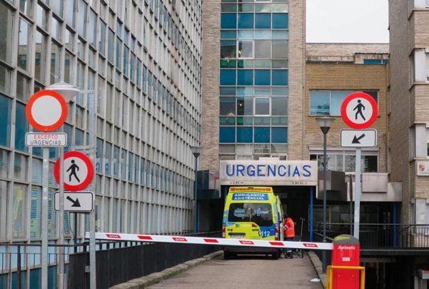 hospital virgen de la vega con ambulancia urgencias