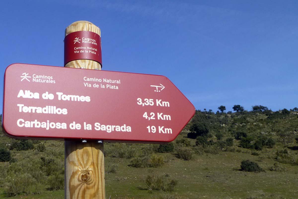Camino Natural-Vía Verde de la Plata entre los tramos de Carbajosa de la Sagrada y Alba de Tormes..