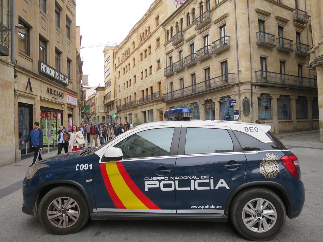 policia nacional coche plaza liceo 2