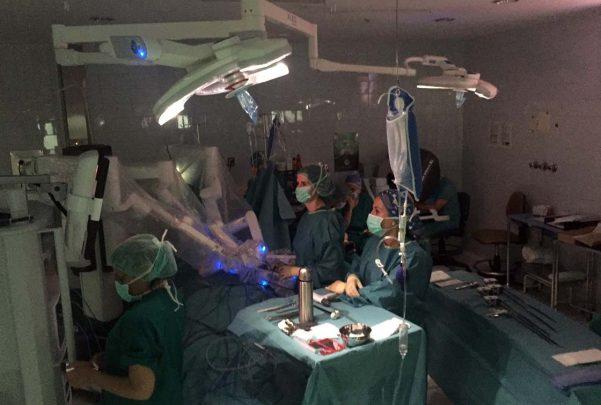 hospital Operación quirofano da vinci robot1