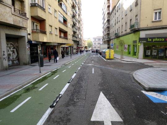 El carril bici de la calle Alfonso de Castro.