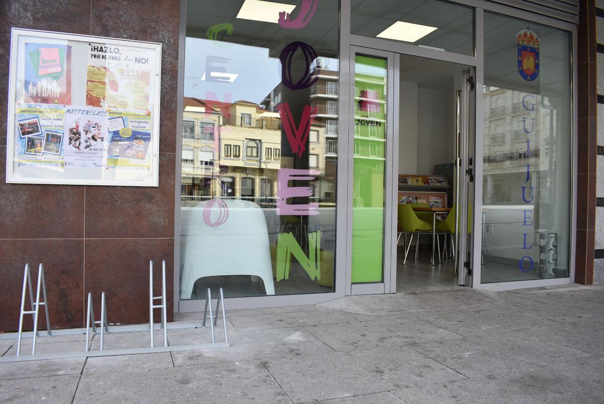 El centro joven de Guijuelo cuenta con aparcamiento para bicicletas.