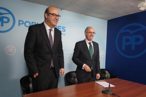 Carlos García Sierra, coordinador de la campaña electoral, y Javier Iglesias, presidente del PP en Salamanca.