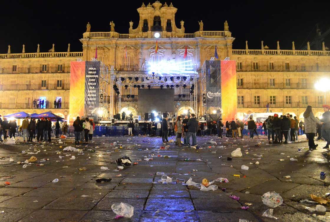 nochevieja universitaria fin año universitario borracheras robos aseos suciedad basura (22)