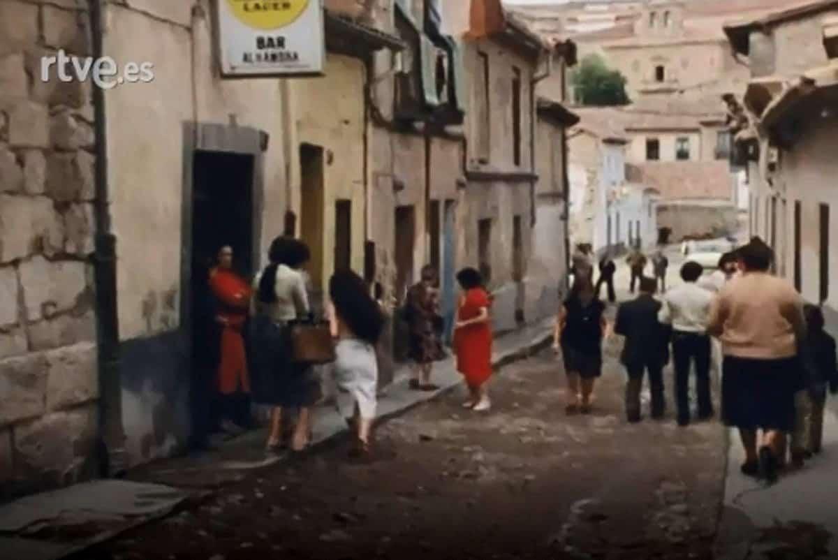 La calle Cervantes, del Barrio Chino en los años ochenta sacada del programa Esta es mi tierra de TVE.