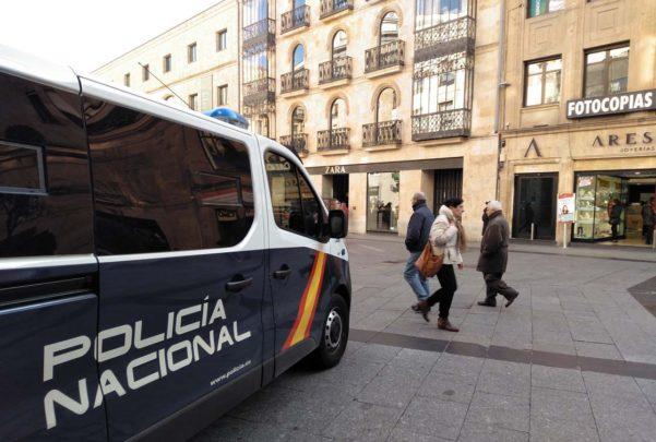policia nacional calle toro comercio (3)