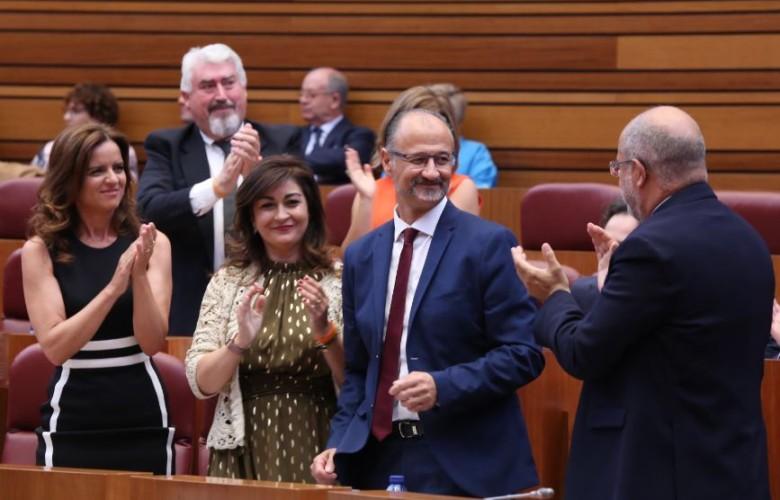 Luis Fuentes mira a Igea cortes