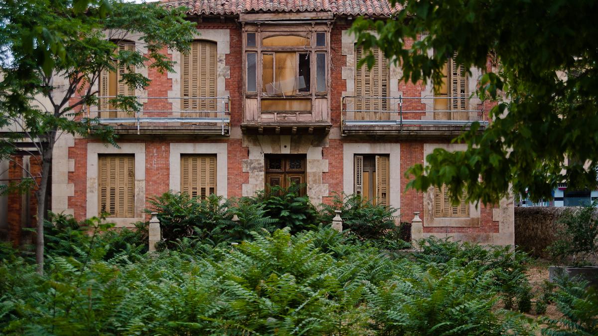 palacio estación abandonado