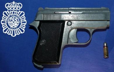 arma cargada pistola
