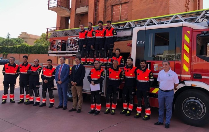 bomberos camion y trajes flexibles