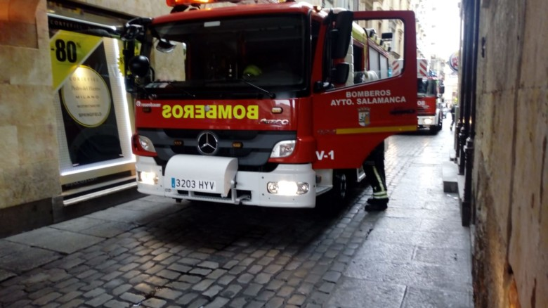 bomberos en la plaza mayor. (1)