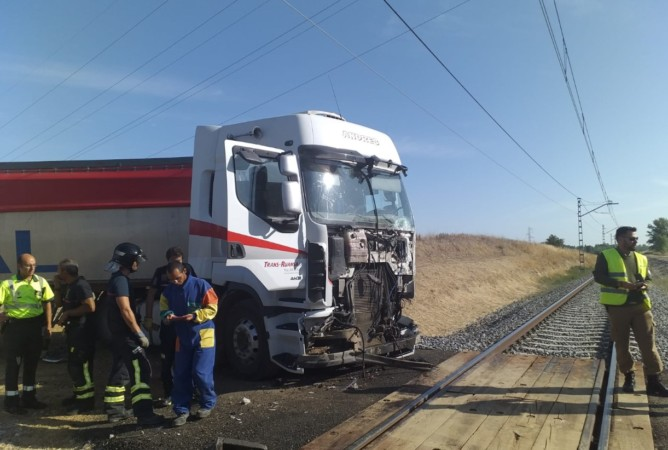 camion alvia palencia accidente paso nivel