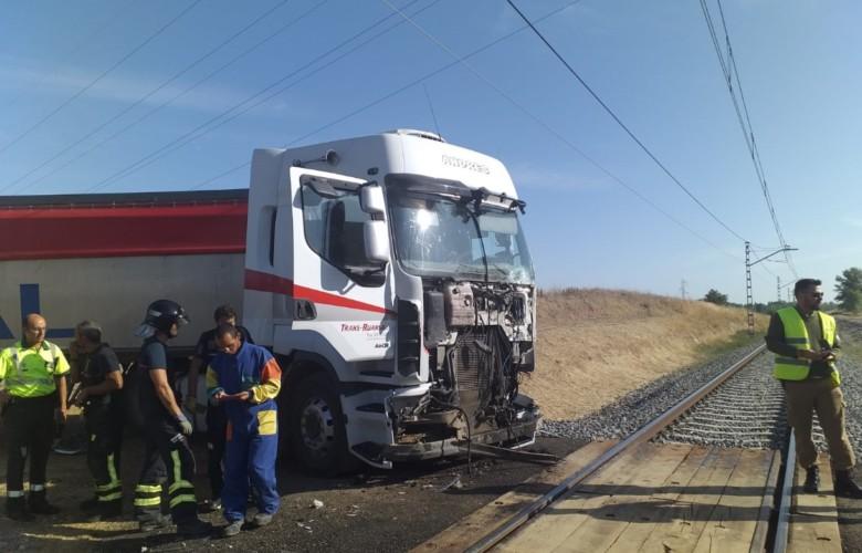 camion alvia palencia accidente paso nivel